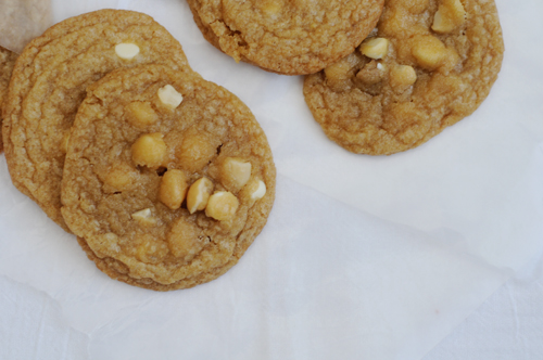 Macadamia-white-chocolate-chip-cookies-2