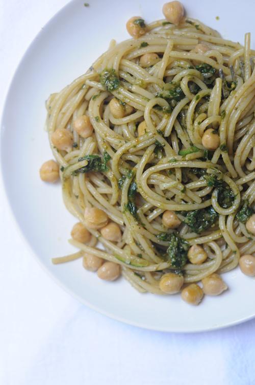 Pesto-pasta-zucchini-chickpeas